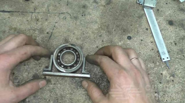 Труба стальная в подшипниках