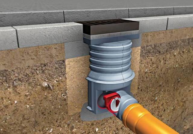 Технологическое отверстие в канализационной трубе