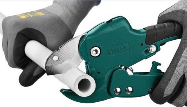 Ручной инструмент при монтаже трубопровода