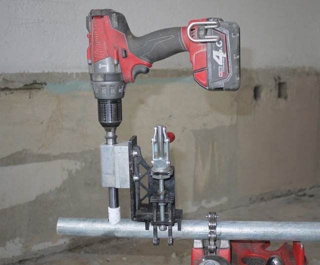 Ручной инструмент для сверления металлических труб