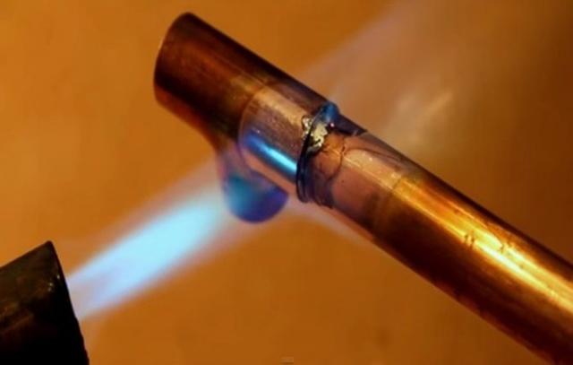 Сварка газовых труб шов
