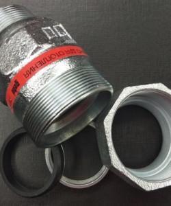 Соединение резьб у пластиковых фитингов