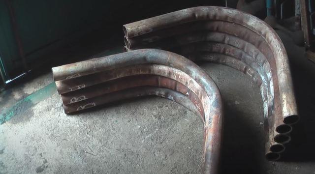 Течет из трубы булерьян