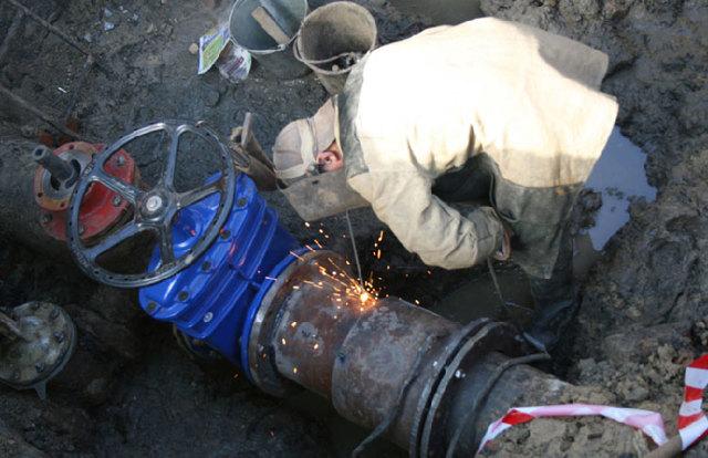 Запорная арматура у основания пожарных стояков устанавливается при условии