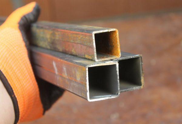 Хомут для труб квадратного сечения