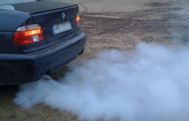 Уходит масло дым из выхлопной трубы